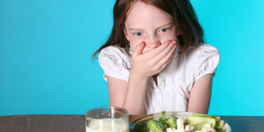 Вздутие живота у ребенка 8 лет: причины и лечение
